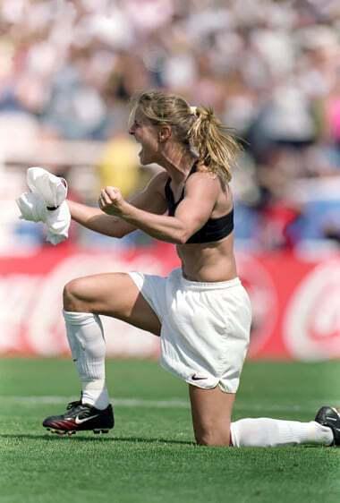 Футболістка роздяглася, забивши гол: у мережі згадали фото