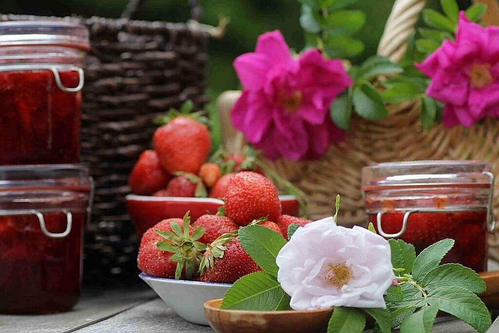 Полунично-трояндове варення