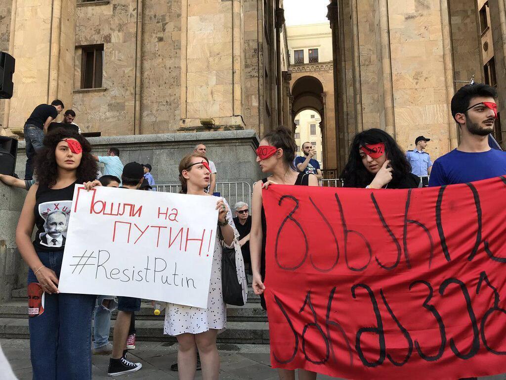 Грузія повстала проти Росії: Путін відповів підлістю