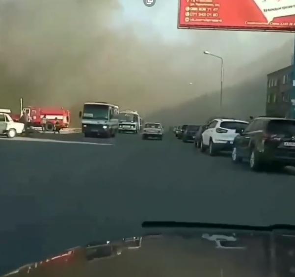 На Донетчине вспыхнул масштабный пожар: фото и видео