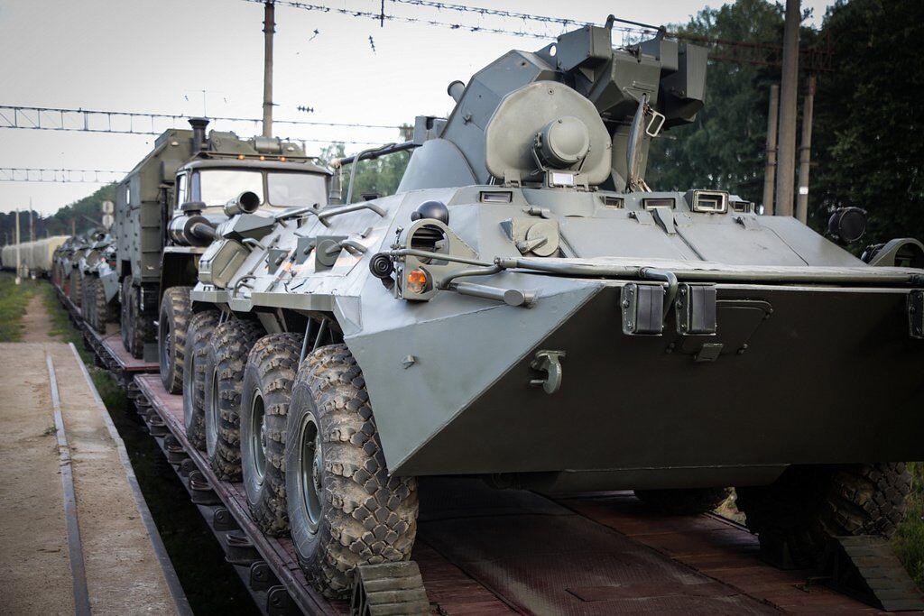 Путин завел колонны военных и танки в Беларусь: что происходит