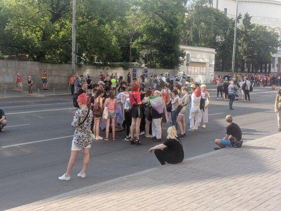 """Люди собираются на """"КиевПрайд"""""""