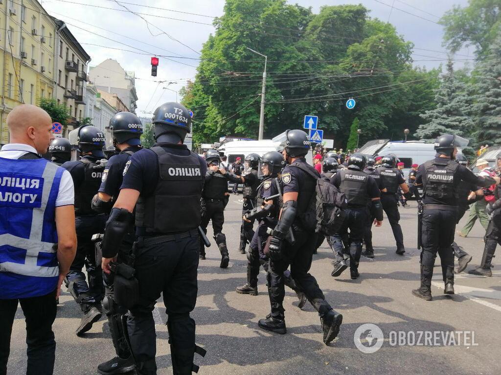 Полиция защищает Марш Равности