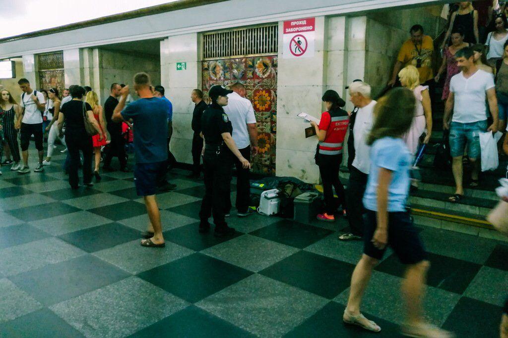 В метро Киева умерла женщина