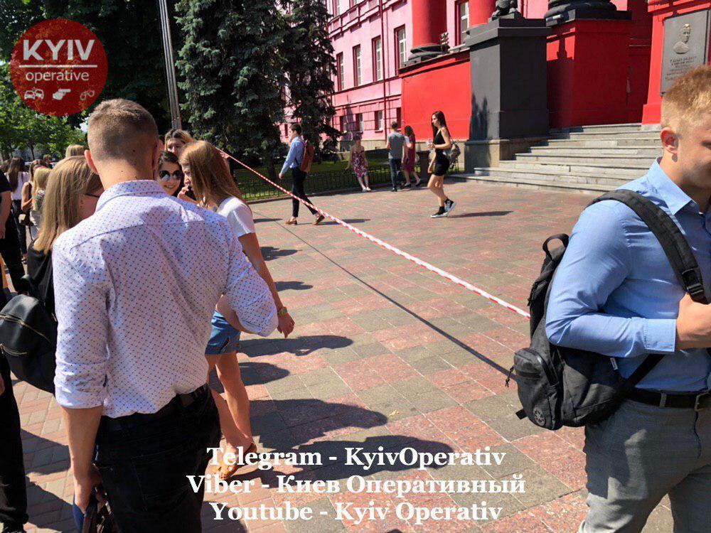 Эвакуация из КНУ им. Тараса Шевченко
