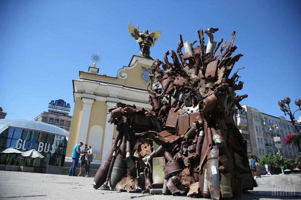 """У Києві встановили Залізний трон із """"Гри престолів"""""""