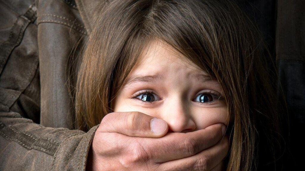 Нападение на ребенка (иллюстрация)