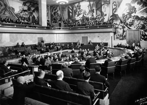 Попередниця ООН, Ліга Націй, була послідовнішою, ніж сучасна Рада Європи, бо таки виключила СССР зі свого складу в 1939 році за напад на Фінляндію. Тим часом, анексована тоді Карелія – усе ще частина РФ…