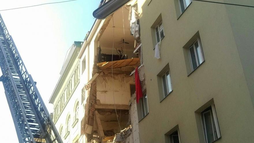 В Вене взорвалась и рухнула жилая высотка