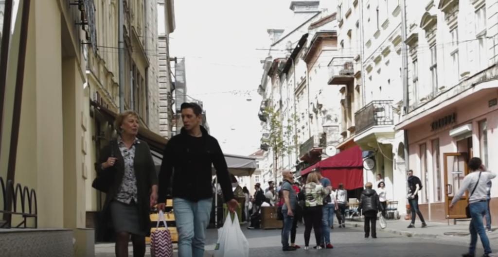 Кадр із кліпу MAMMA Альфонсо Олівера