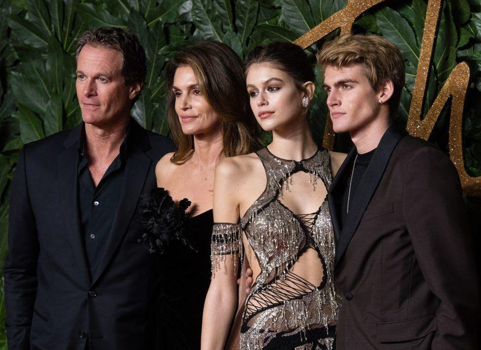 Сінді з чоловіком і дітьми