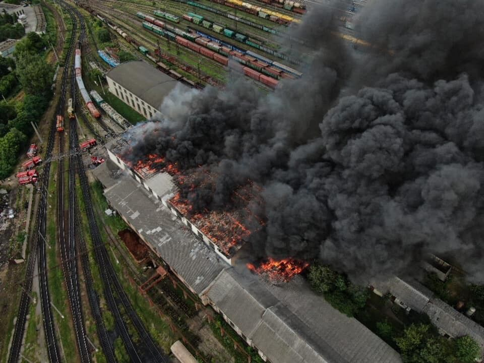 Возможен взрыв: во Львове вспыхнул пожар на вокзале