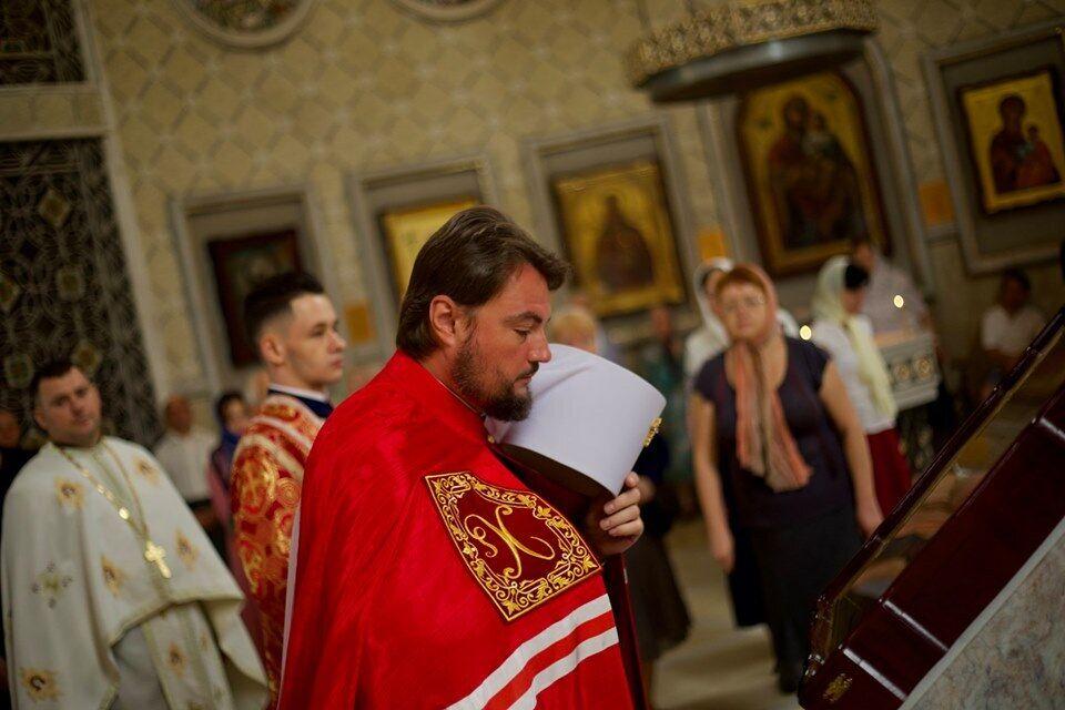 Митрополит Олександр Драбинко під час богослужіння