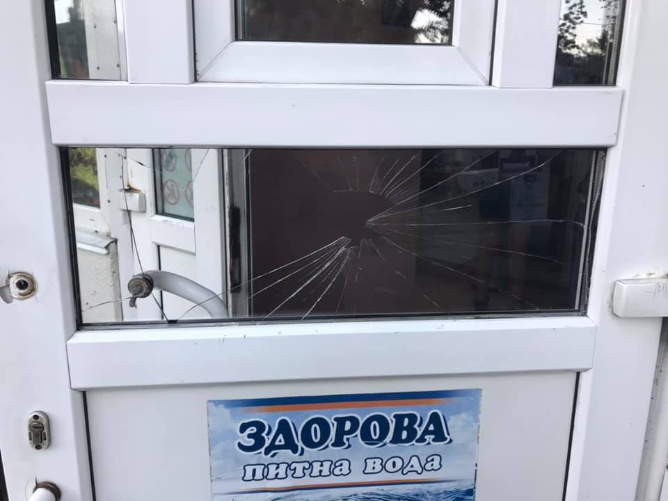 Разбитые двери