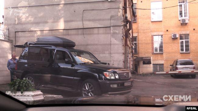 Авто супроводу Пінчука