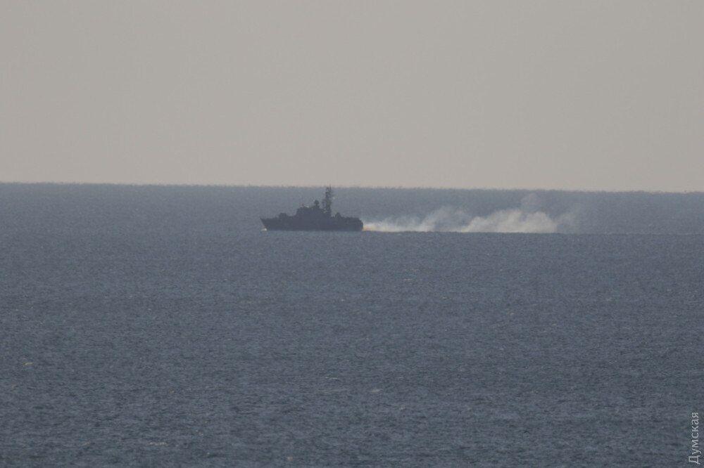 Эсминец США в Черном море вызвал панику в России: что произошло