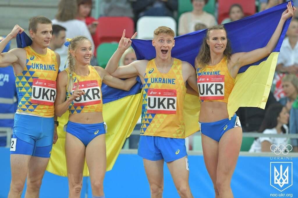 Данило Даниленко, Анна Рыжикова, Татьяна Мельник, Алексей Поздняков – легкая атлетика. Победа в смешанной эстафете 4х400 метров.