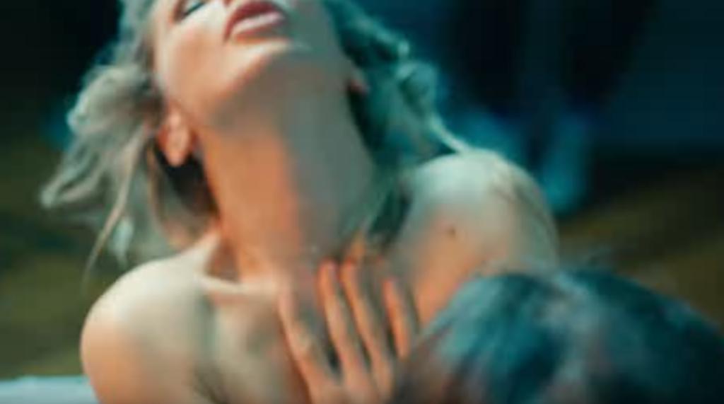 """Сцена сексу в кліпі """"Куля-дура"""""""