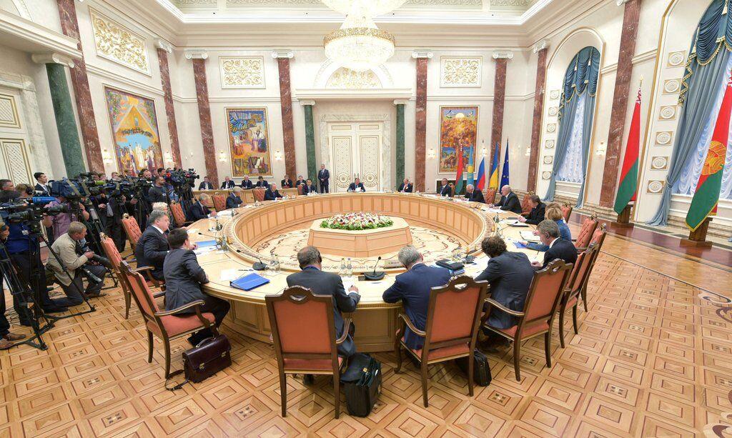 Иллюстрация. Переговоры в Минске
