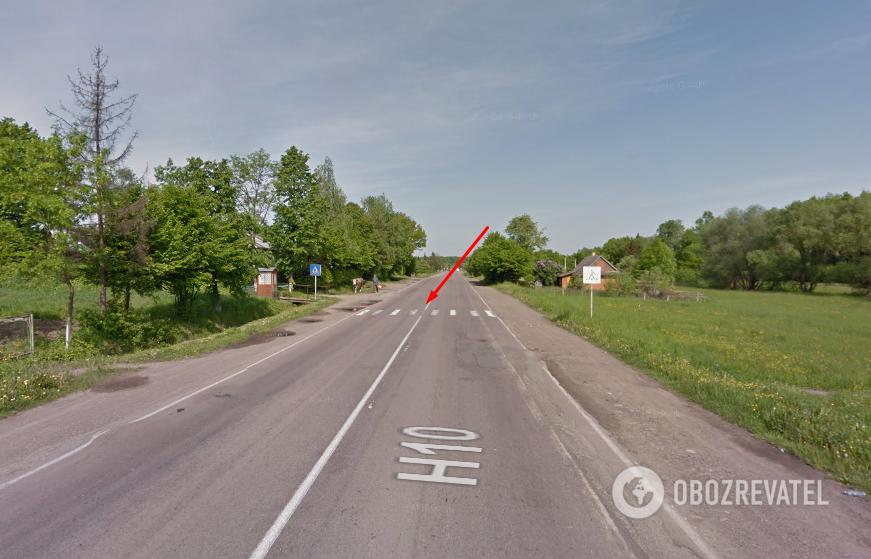 Стрелкой указано место ДТП 3 июня. Видно, что участок дороги - ровный