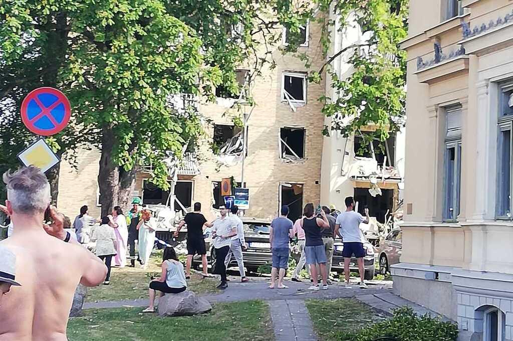 Взрыв задел два здания