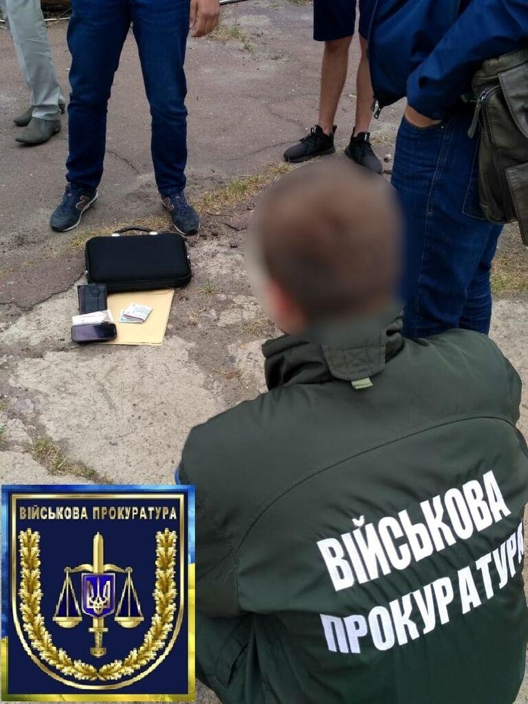 У Чернігові затримали військового, який брав хабарі