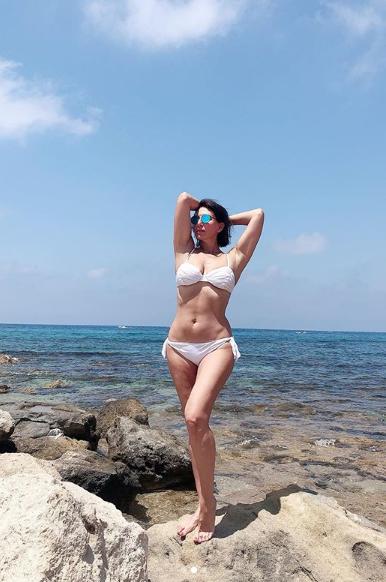 51-летняя Алика Смехова взбудоражила сеть откровенным фото в купальнике