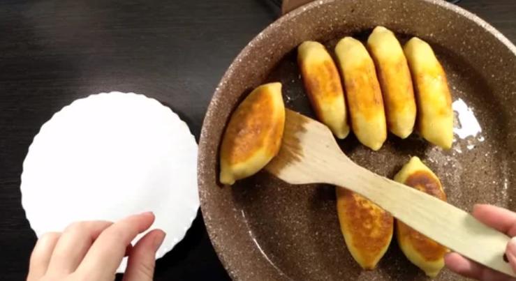 Рецепт нежных пирожков на кефире с оригинальной начинкой