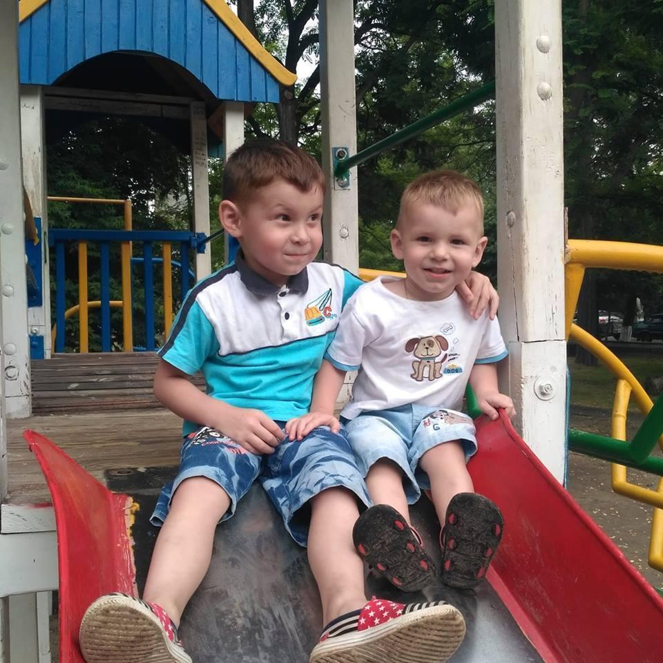 5-летний Артем и 3-летний Кирилл