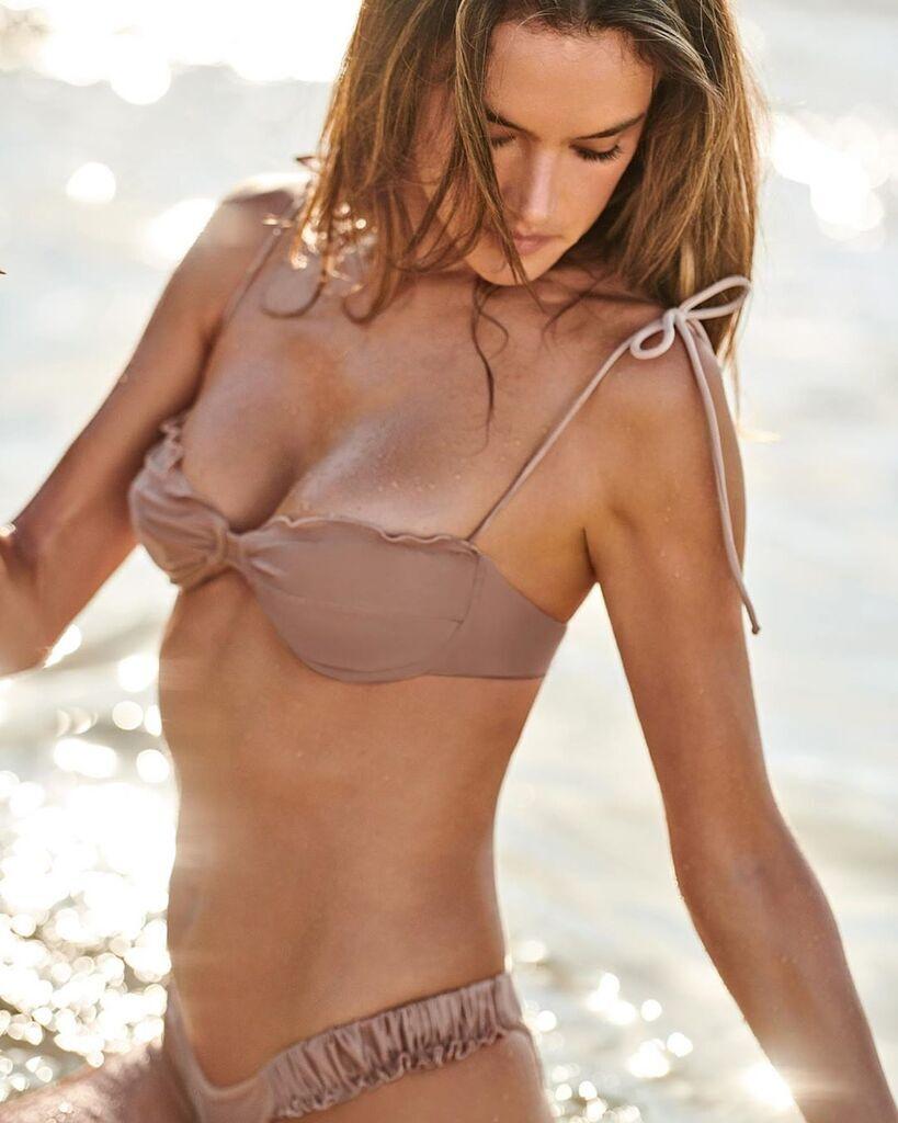 У світі набирає популярності новий тренд на купальники