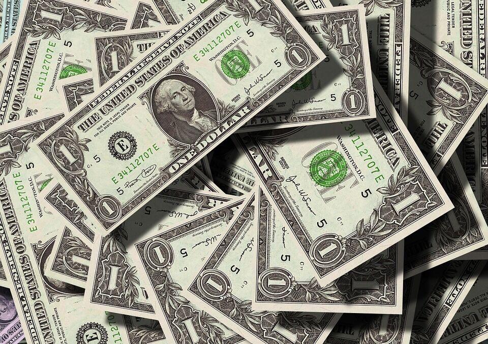 Штрафи в 170 тисяч, новий курс долара і ціни: що чекає на українців влітку