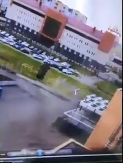 """""""Рогозин съё*ывает из Омска!"""" Сеть рассмешило эпичное видео с парковкой авто"""
