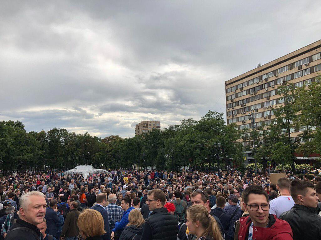 В центре Москвы вспыхнул массовый протест: фото и видео