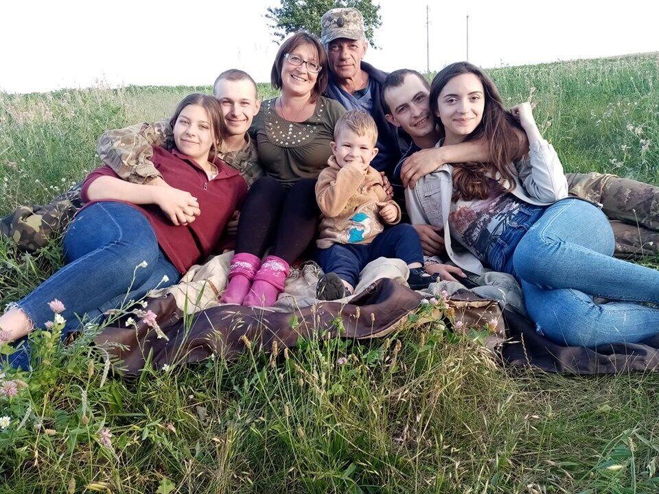 """""""Последний радостный день"""", – подписала это фото мама павшего героя, Вера Лобода"""