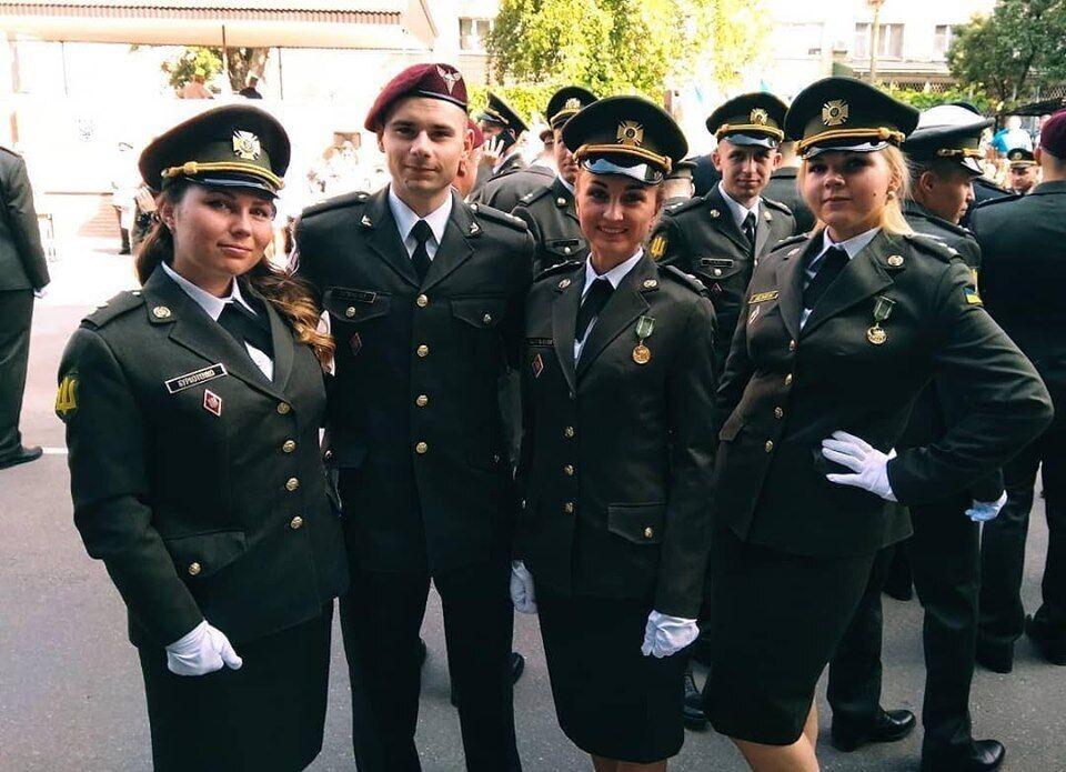 Офицер ВСУ отпраздновал выпуск в Крыму