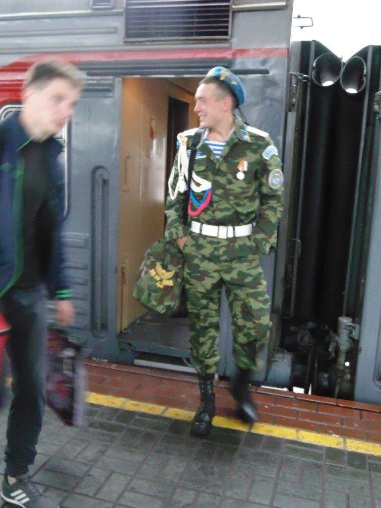 Дембельское фото Лаугина с медалью