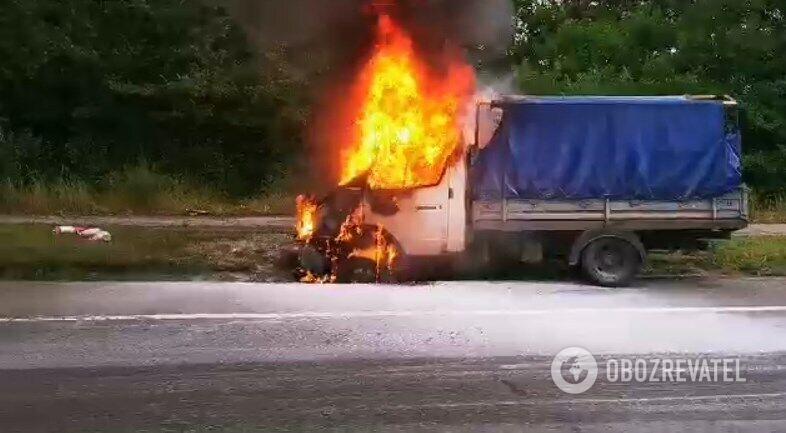 У Києві загорілася вантажівка