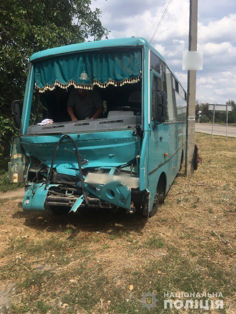 В Херсонской области пассажирский автобус протаранил грузовик: 7 человек пострадали. Фото ДТП
