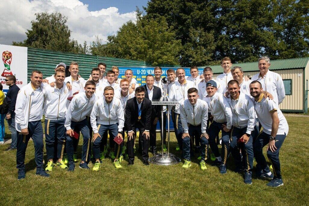Владимир Зеленский со сборной Украины по футболу U-20