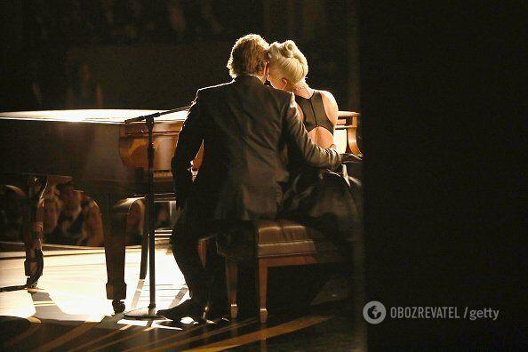 "Леди Гага и Брэдли Купер на церемонии ""Оскар"""