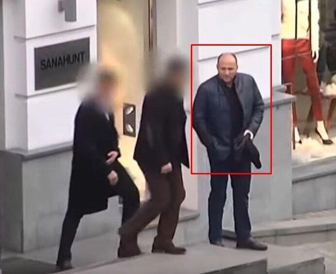Первое появление московского бизнесмена Павла Фукса в Киеве зафиксировано осенью 2014 года, в горячую фазу войны: его засекли выходящим из ресторана Sanahunt Lounge