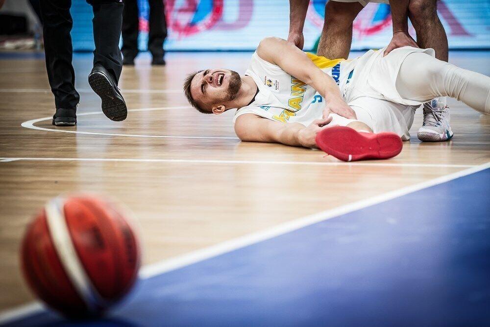 Перші миті Олександра Кобця після отримання травми