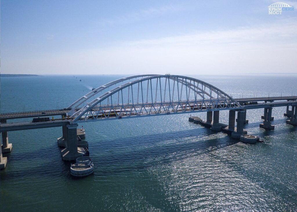В Керченском проливе более 1000 м вглубь полутвердых, песчаных, обводненных глин, и по старому СНиПу строить на этих глинах ничего нельзя