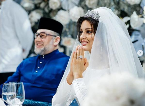 Оксана Воєводіна і Султан Мухаммад V