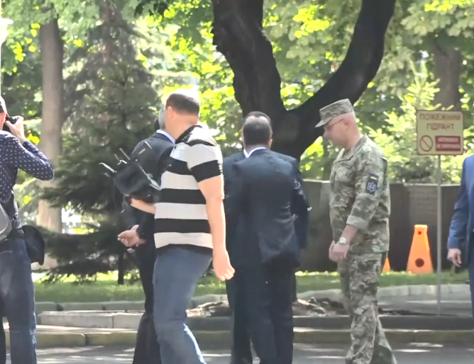 "Зеленский ""оттолкнул"" Полторака"