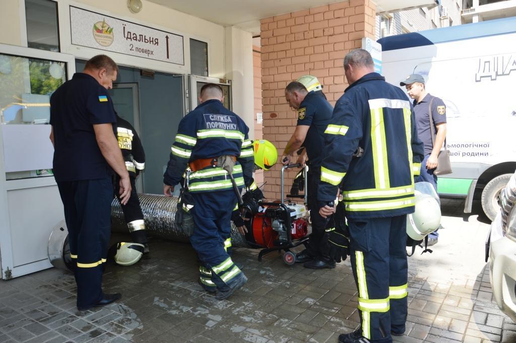 Рятувальники видалили дим із приміщення