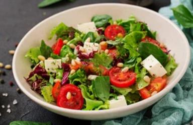 Три лучших рецепта салатов со свежим огурцом