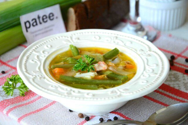 Простий рецепт вітамінного супу з кабачків та спаржі