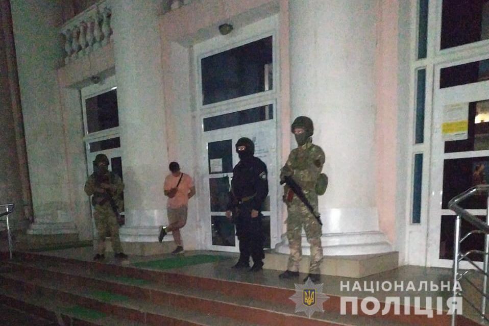 Полиция у избирательного участка