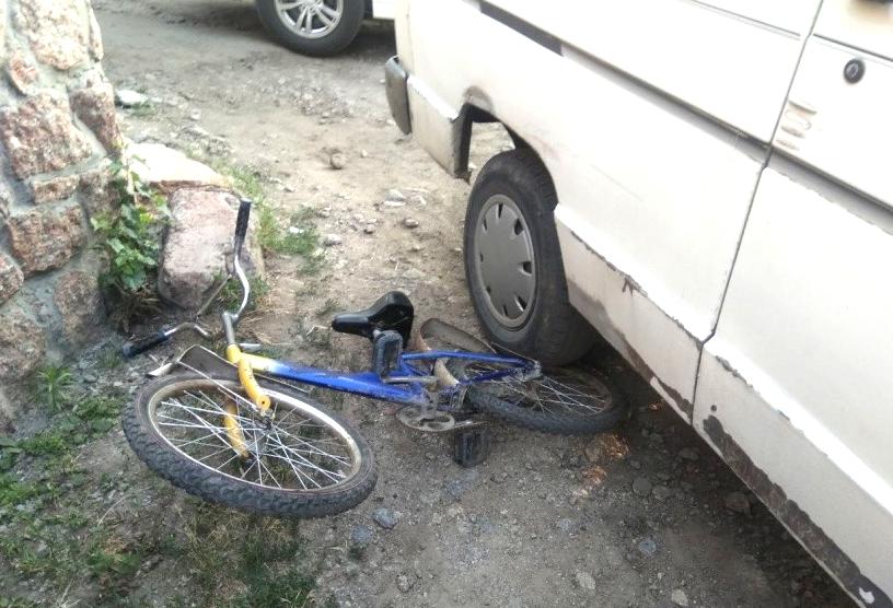 Водитель насмерть сбил ребенка-велосипедиста